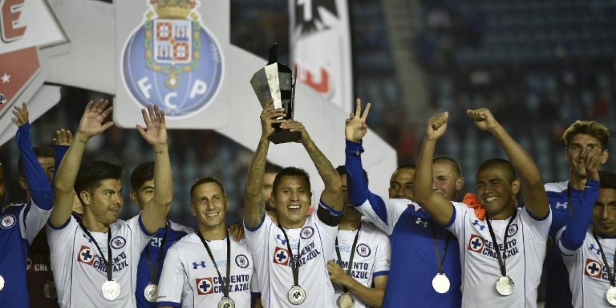 Gato Silva convirtió de penal y le dio un título amistoso a Cruz Azul