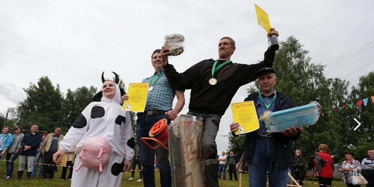 El asqueroso e inédito concurso en Rusia donde lanzan excremento de vacas