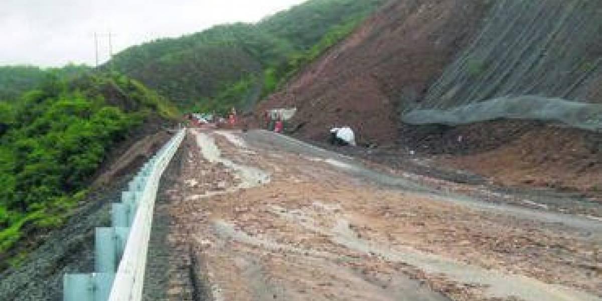 Cierra autopista Jala-Compostela II  por deslave