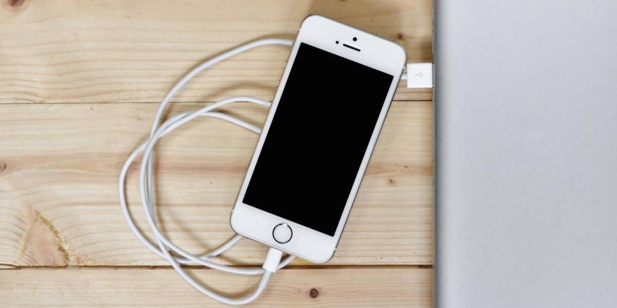 Este es uno de los errores más comunes al poner a cargar el celular