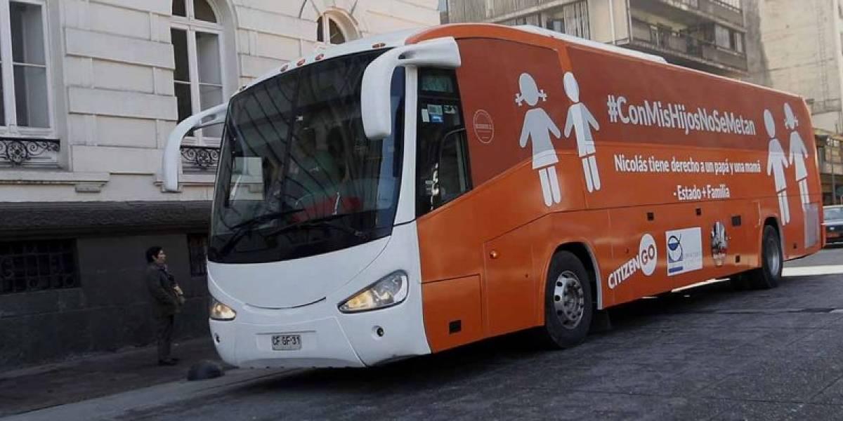 """La polémica detrás del """"bus de la familia"""": la versión 2.0 del """"bus de la libertad"""" que recorrerá el sur del país"""