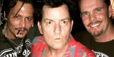Depp recluta a Sheen para celebrar 30 años de 'Pelotón'