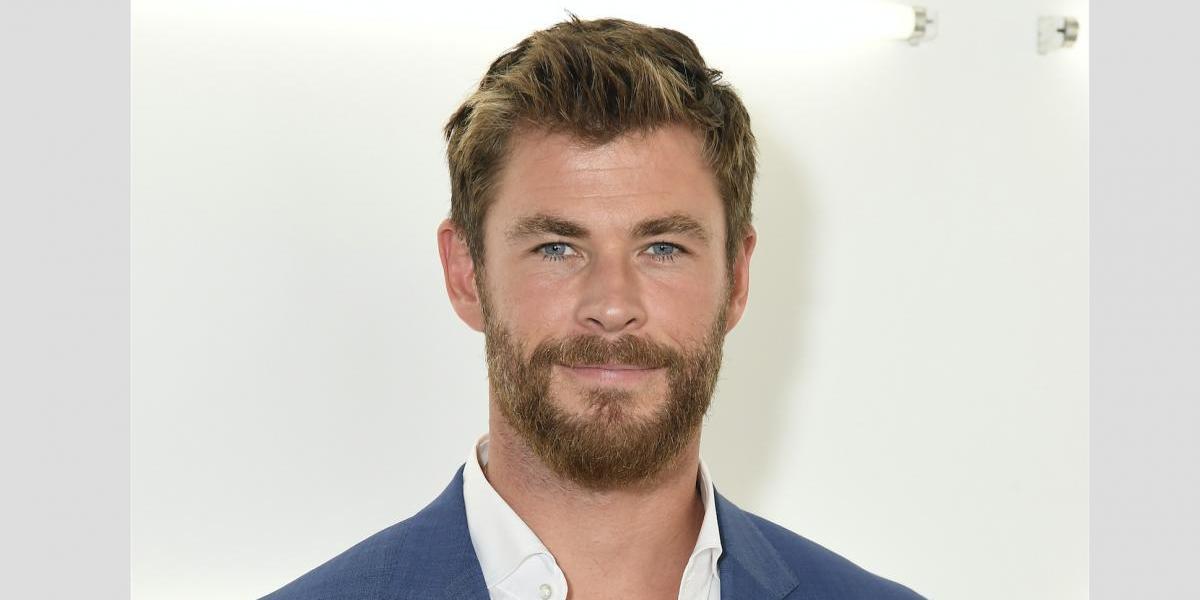 Chris Hemsworth choca con auto de carreras en Nueva York