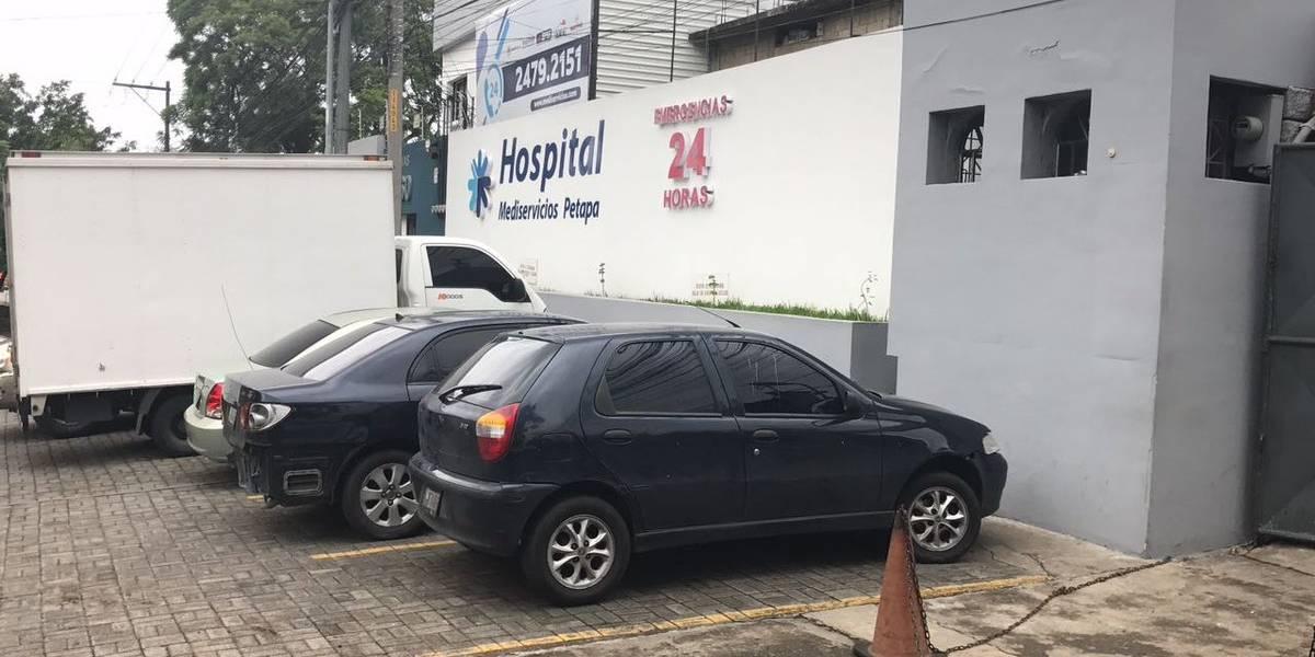 Juez Gálvez acude a hospital para verificar estado de salud de Baldetti
