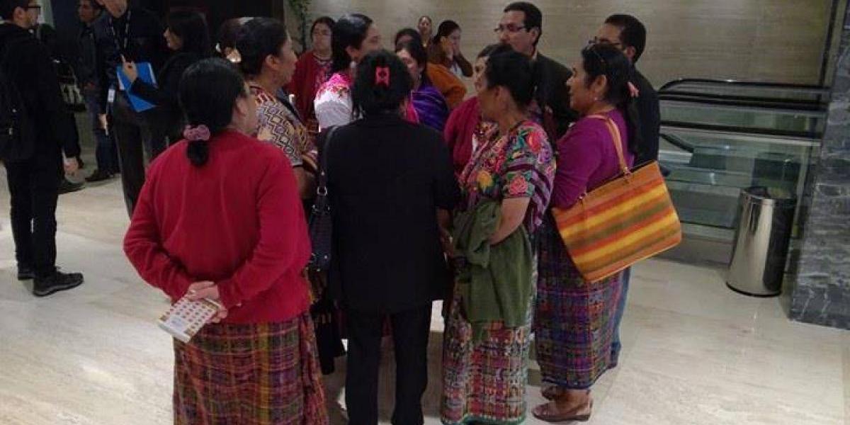 """Mujeres indígenas aseguran que fueron """"engañadas"""" para asistir a actividad del Ejecutivo"""