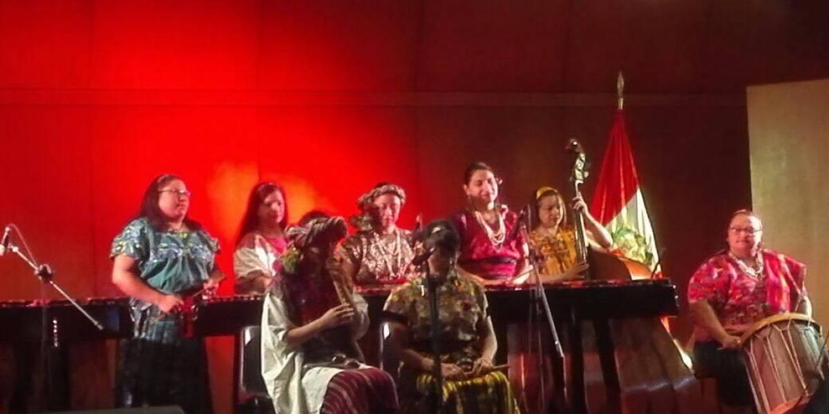 Marimbistas guatemaltecas se lucen en gira por América del Sur