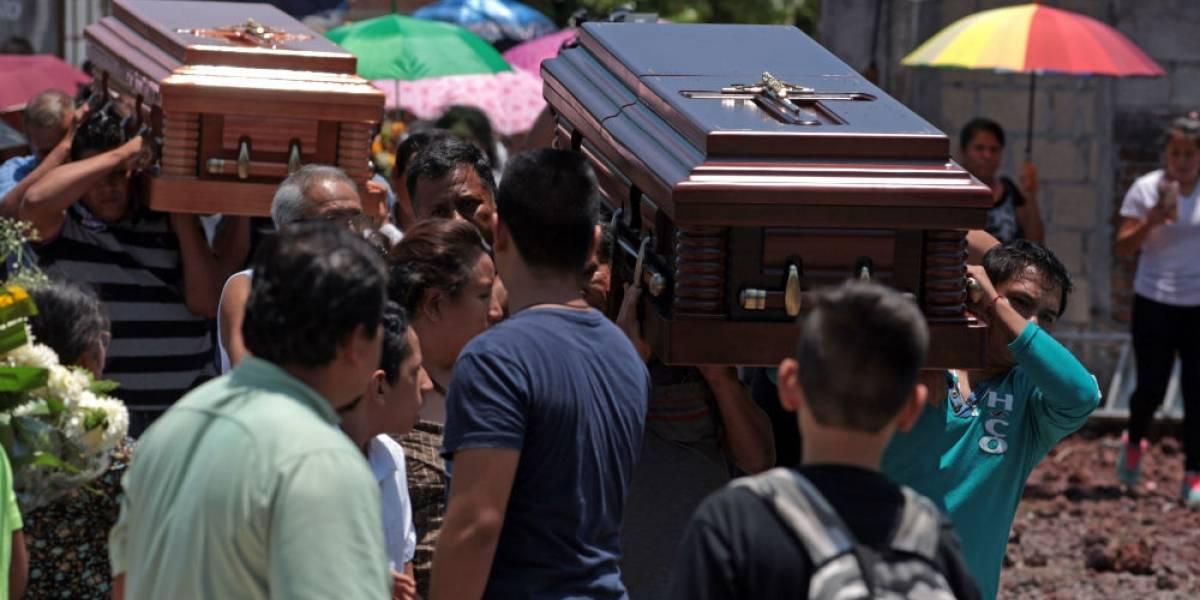 Familia de víctimas del socavón en Paso Express rechazan indemnización