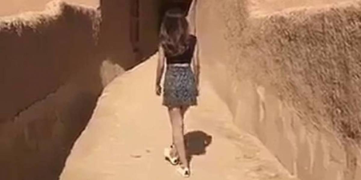 Liberan a mujer que paseó con minifalda en sitio sagrado de Arabia Saudita