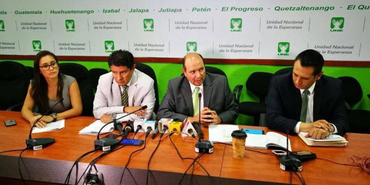 UNE denuncia que gobierno busca evadir licitaciones
