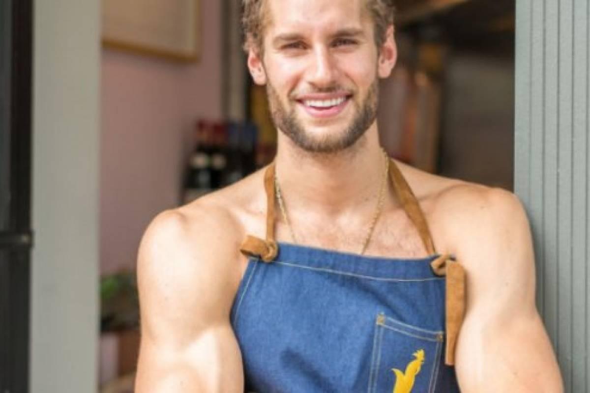 Franco noriega el chef peruano que cocin semi desnudo y for Follando cocina