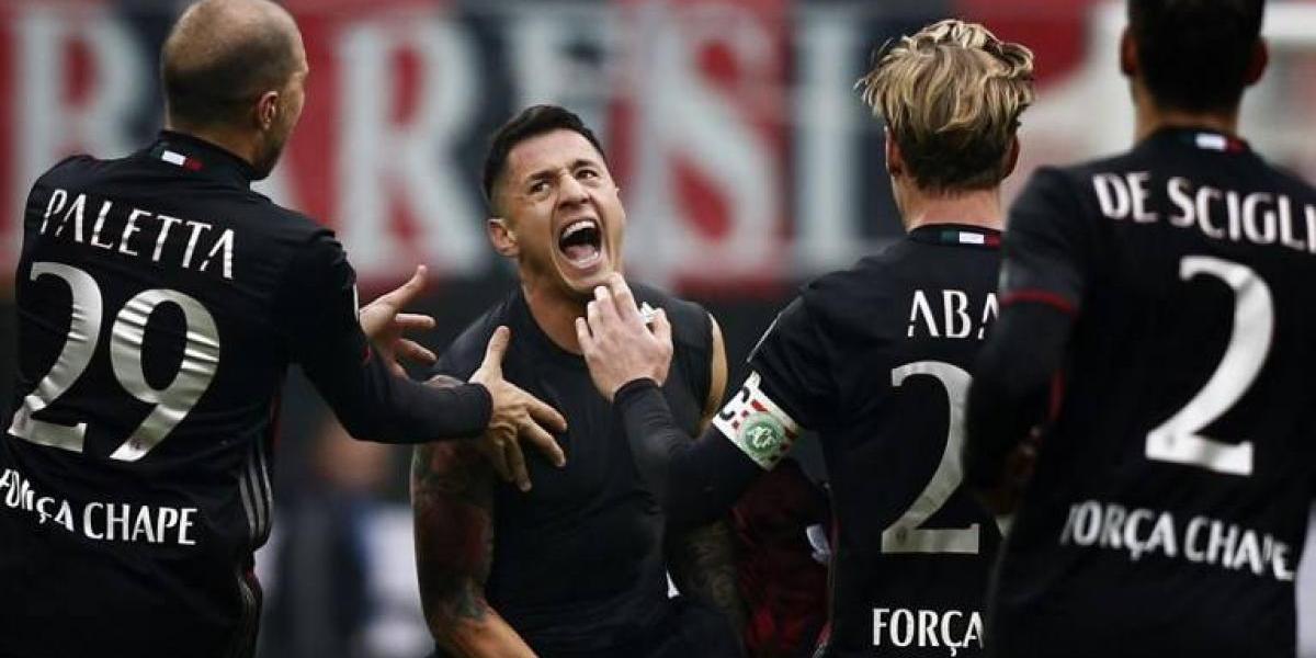 """Reemplazante de Pinilla en Genoa fue despedido al ritmo de """"Despacito"""" de AC Milan"""