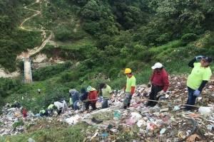 Limpieza en basurero clandestino en Primero de Julio