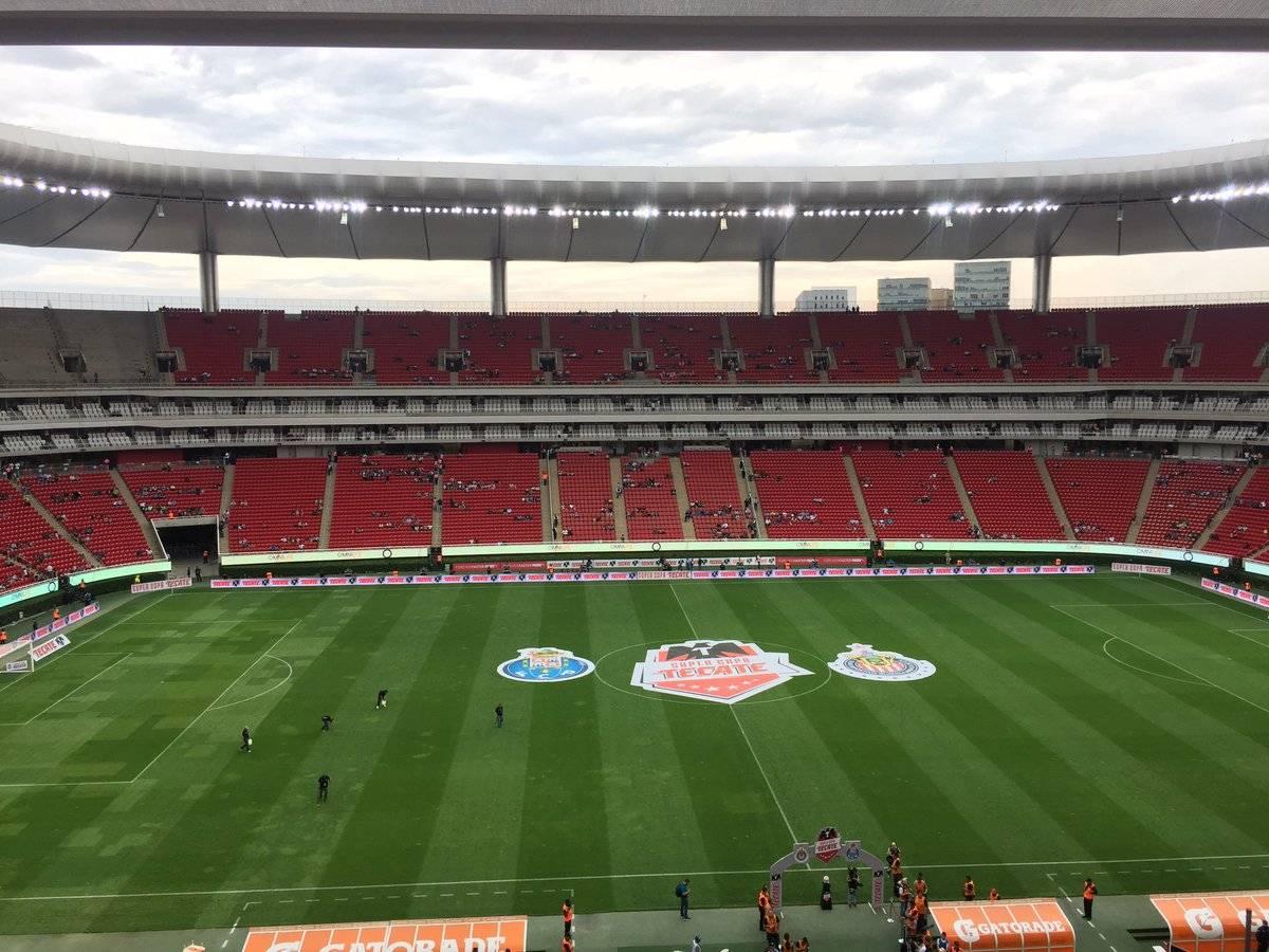 TWITTER @FRANCKO_23 Triste entrada para el partido Chivas vs. Porto