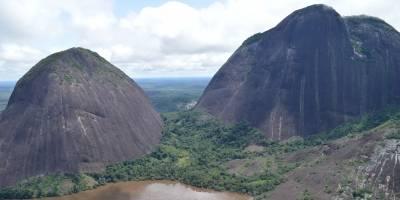 El cerro Mavecure es el orgullo de Guainía. Quien quiera conquistarlo debe pedir permiso a los indígenas de la zona.