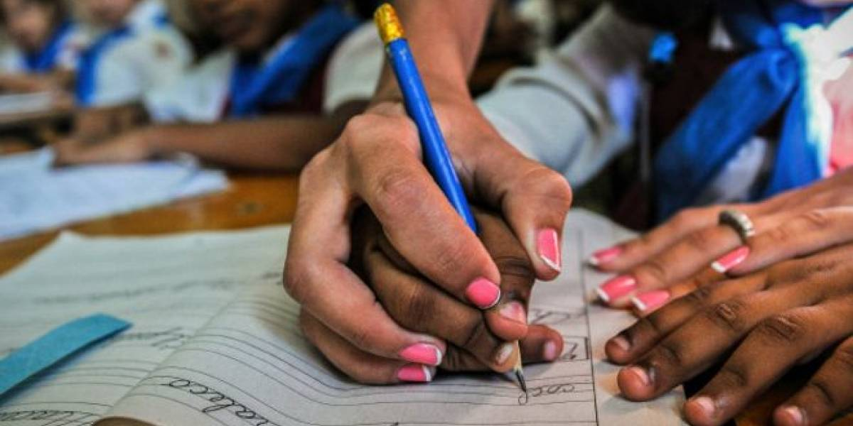 17 maestros imparten clases sin constancia del Renas