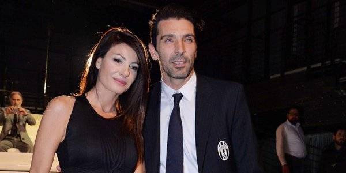 FOTO: Buffon y  la periodista Ilaria D'Amico son captados de manera comprometedora