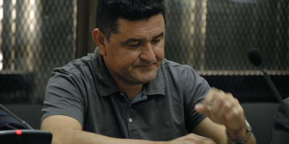 Juez Miguel Gálvez mantiene en prisión al sindicado que lo sentó en el banquillo de los acusados