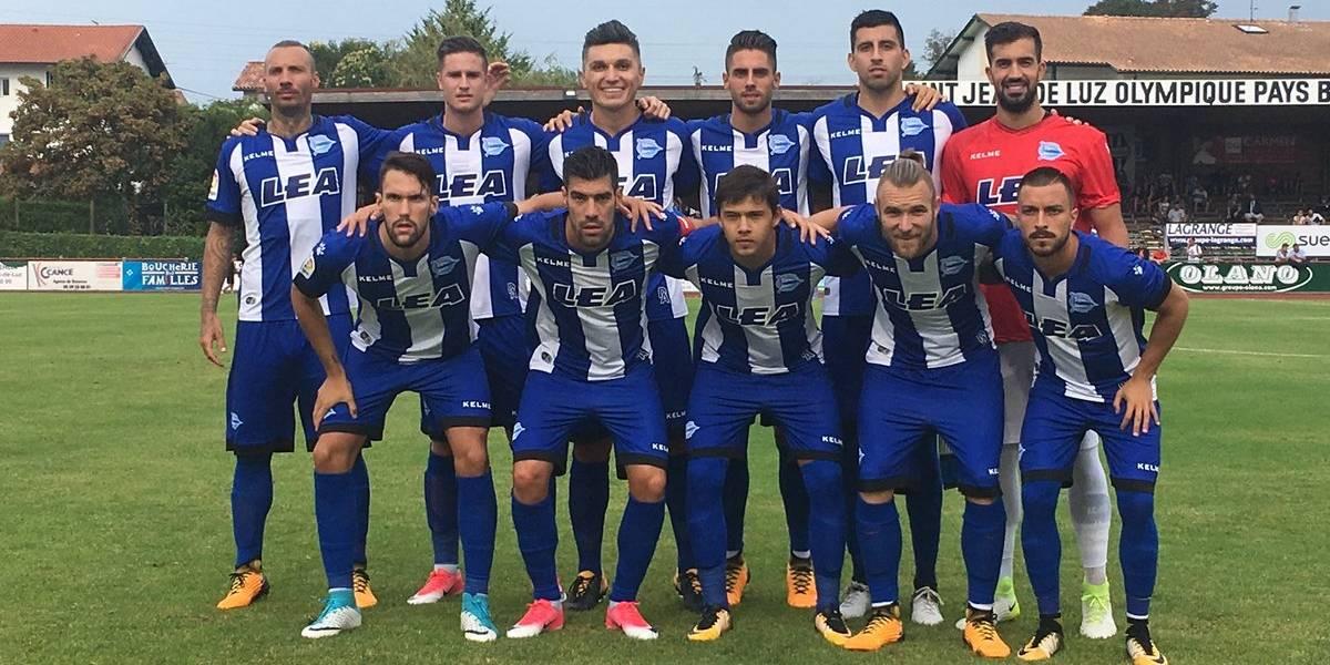 Guillermo Maripán cometió un penal en su debut en el Alavés español