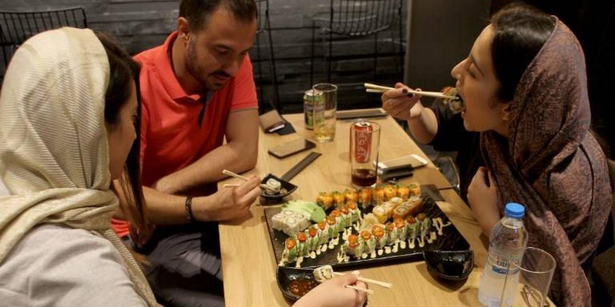 Cadenas de restaurantes extranjeras se instalan en Irán