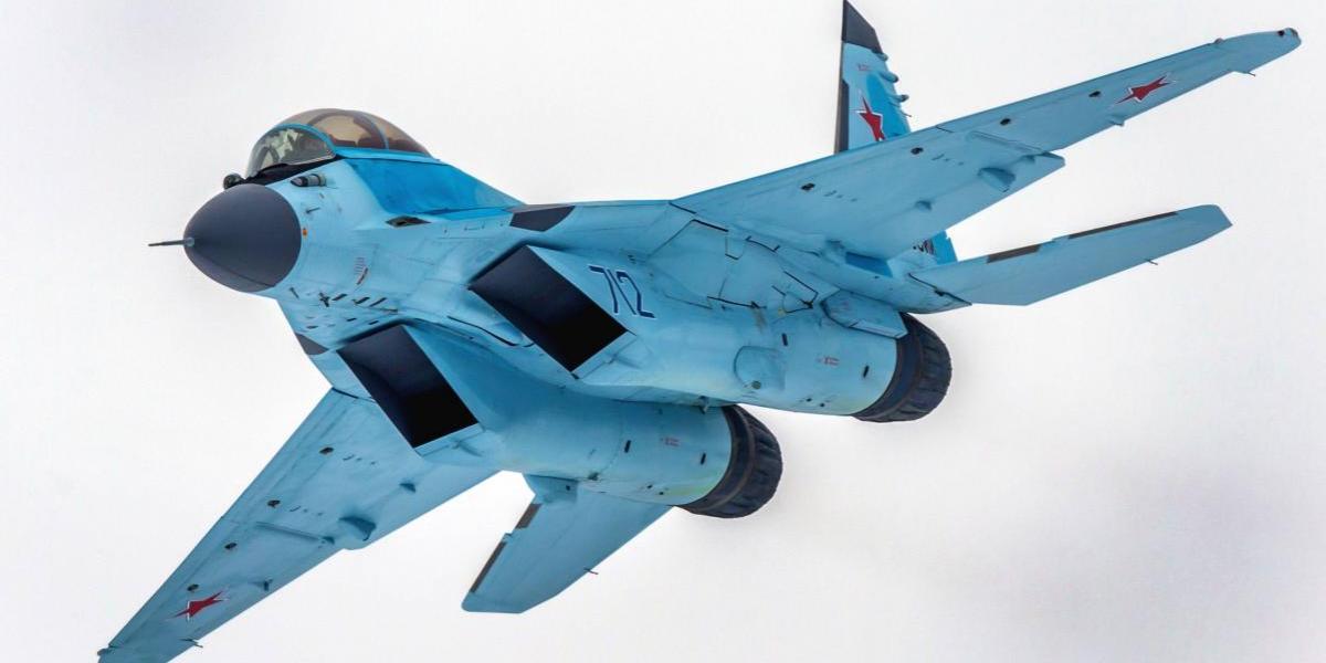 Rusia muestra su tecnología militar más avanzada: ya está en el aire el poderoso caza MIG-35