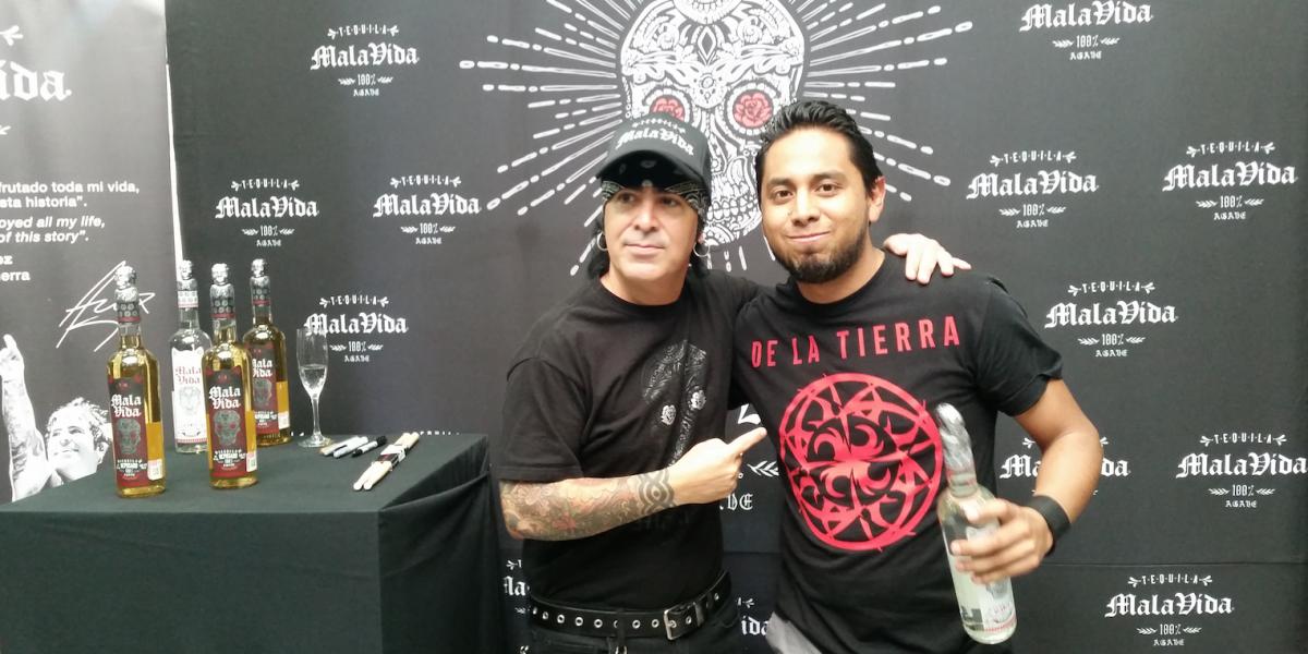 Álex González convive con fans tapatíos