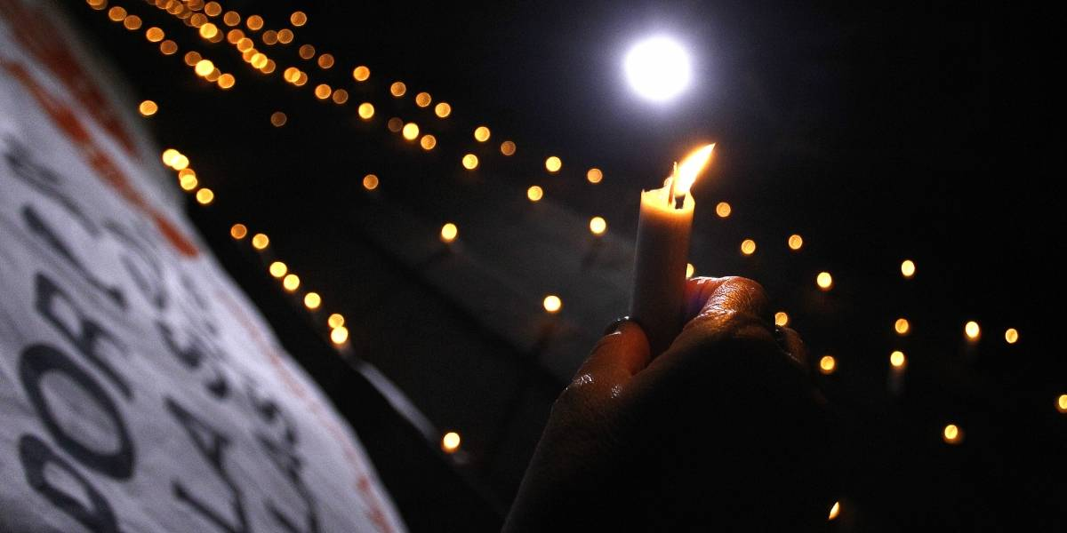 Decenas de personas se reúnen en Plaza Italia en velatón por freno a la despenalización del aborto