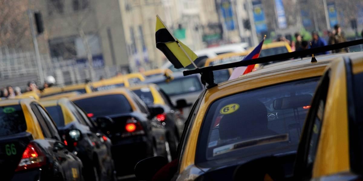 Plan piloto evaluará circulación de taxis en vías exclusivas