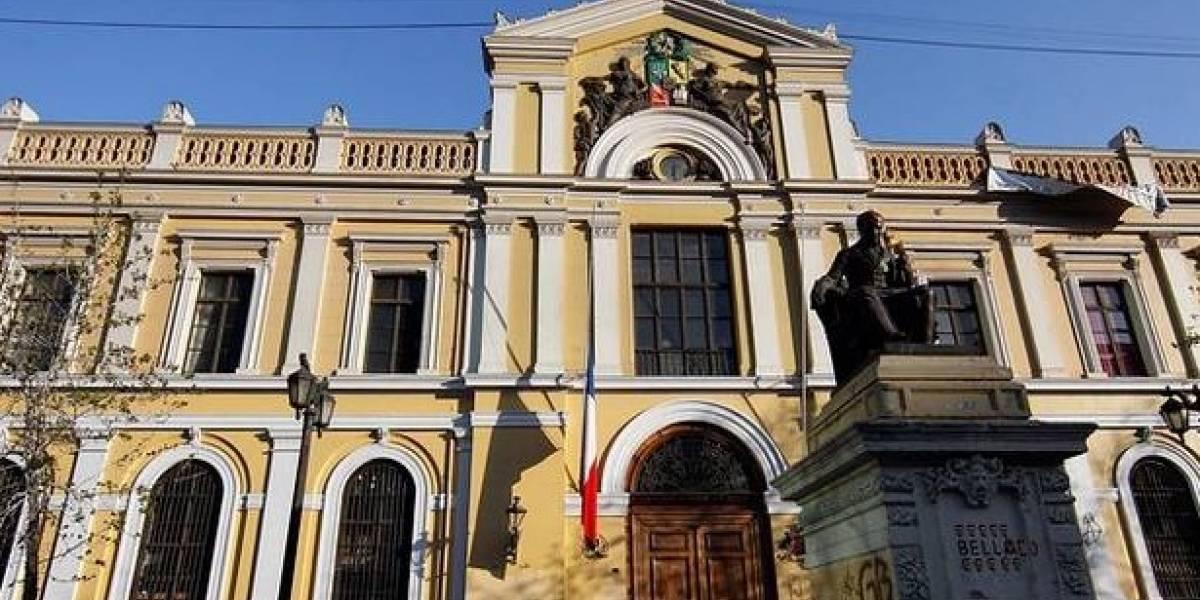 """ACAB: diputado Evópoli pide explicaciones a UChile por """"escuela de guerrillas"""" que en realidad es el archivo cultural"""