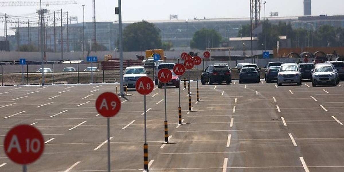 Parte marcha blanca de estacionamiento de custodia en Aeropuerto de Santiago
