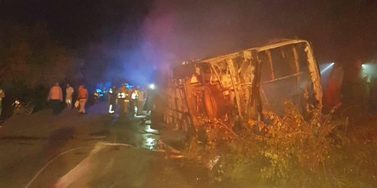 Cinco muertos y 40 heridos deja accidente de un bus en La Guajira