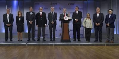 Ministros de Santos le presentan al Presidente renuncia protocolaria