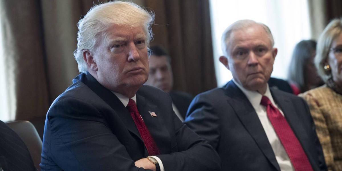 Problemas en la Casa Blanca: Trump despotrica contra Sessions en entrevista