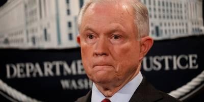 6 meses depois de tomar posse, Trump ataca procurador-geral que nomeou