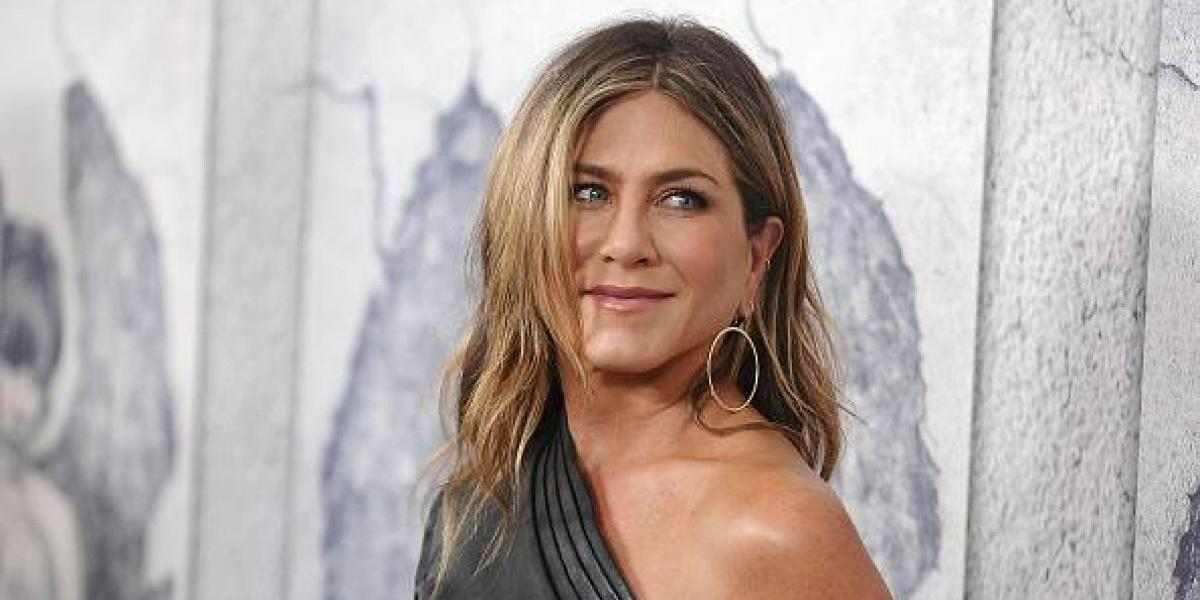 La blusa semitransparente de Jennifer Aniston que mostró sus encantos por accidente