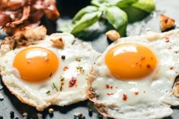 para que sirve tomar huevo crudo en ayuna