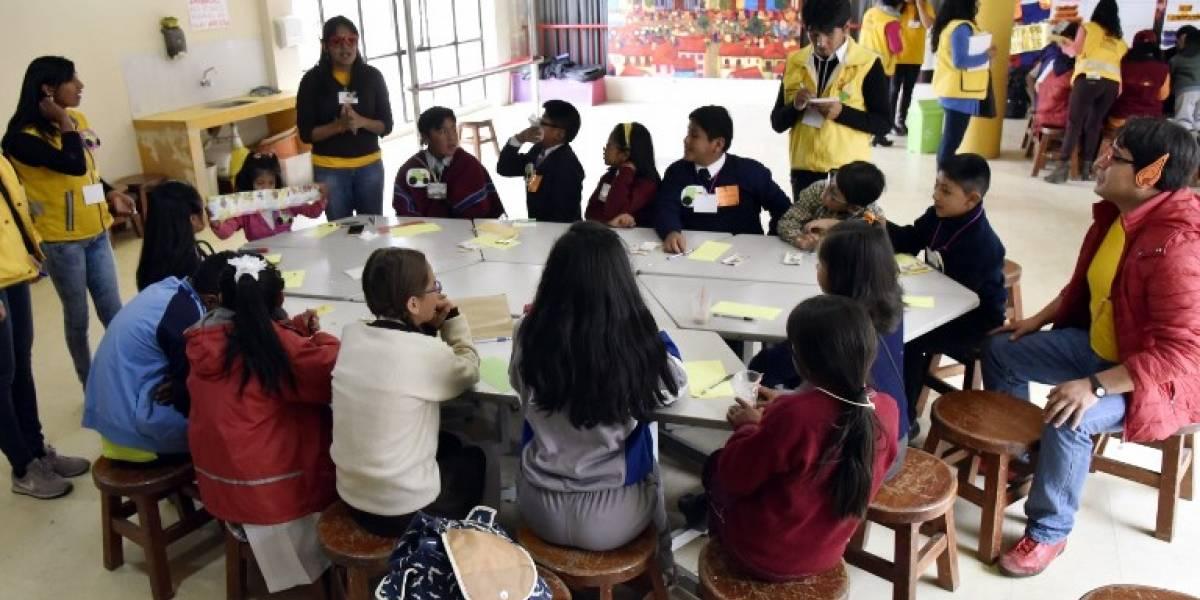 """Polémica en Bolivia por denuncias de profesores que """"citan"""" a estudiantes a sus casas"""