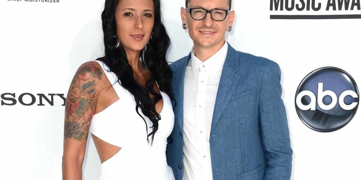 No hay respeto: Publican duros mensajes desde cuenta de Twitter de la esposa del vocalista de Linkin Park