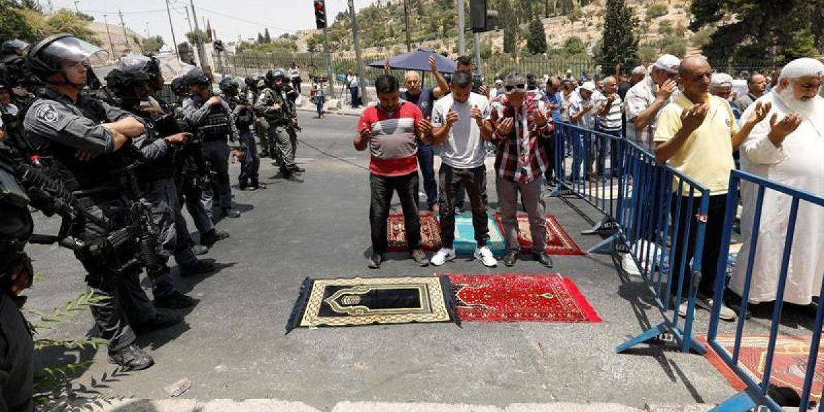 Tres palestinos mueren en manos de fuerzas israelíes en multitudinarias protestas en Jerusalén