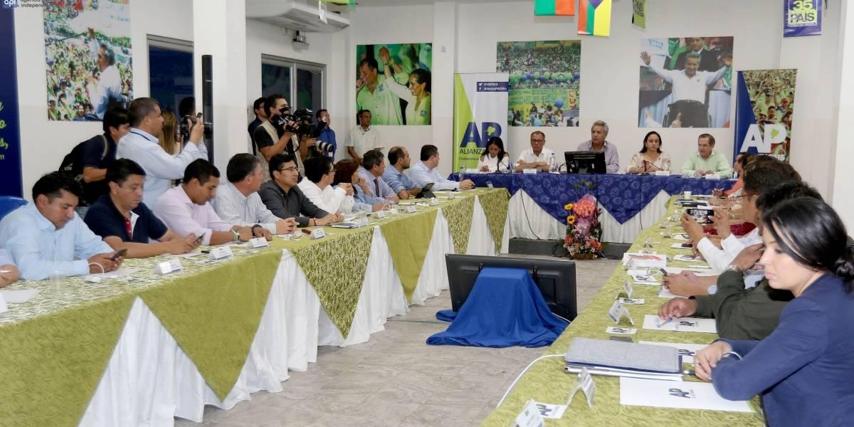 El oficialismo reconoce a Moreno y Correa como máximos líderes