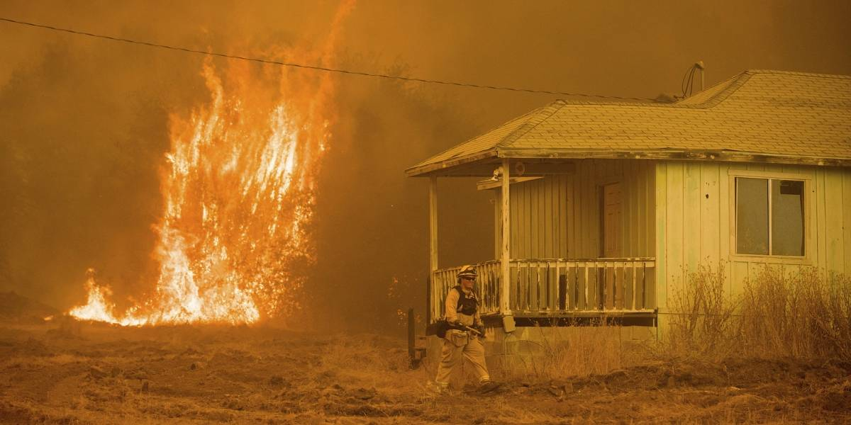 California: incendio quema 58 casas
