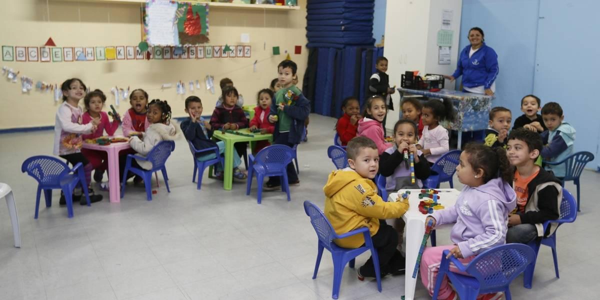 Crianças da zona sul de SP têm que esperar quase um ano por vaga em creche