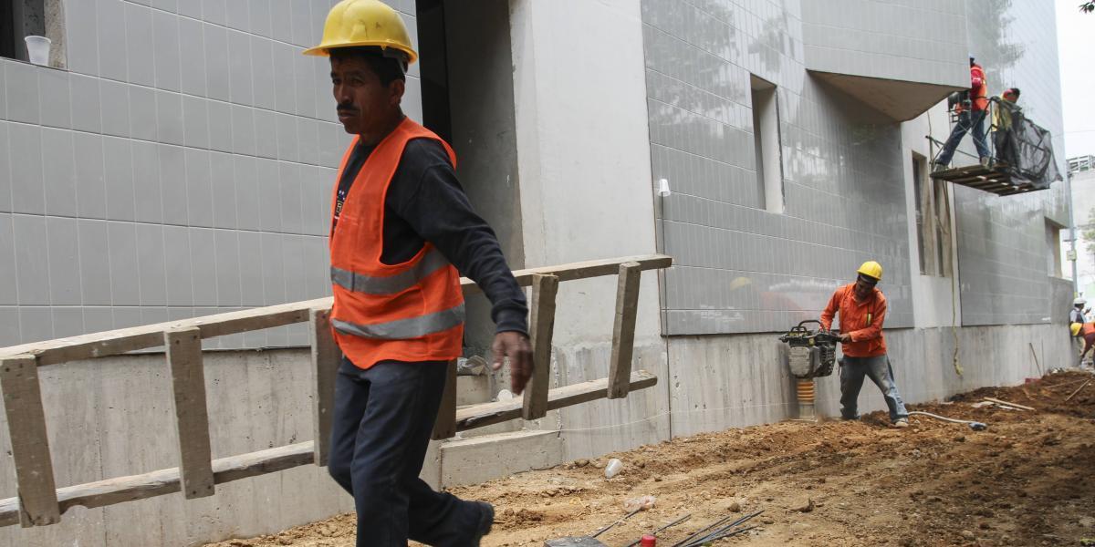 Disminuye tasa de desocupación laboral en junio: INEGI
