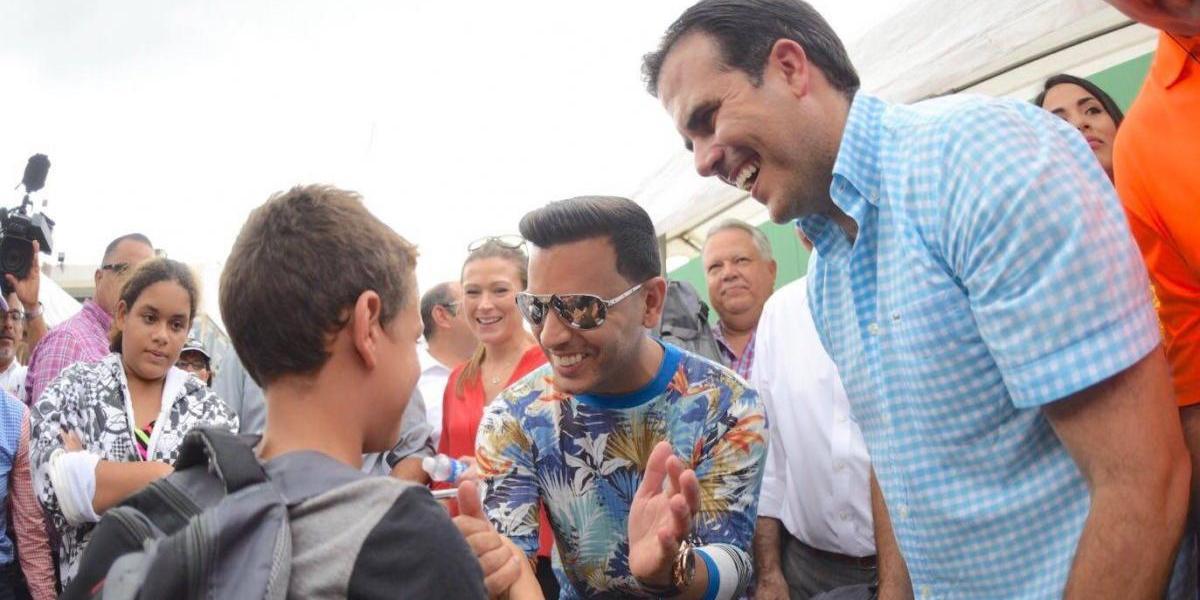 Gobernador culmina entrega de efectos escolares junto a Tito El Bambino