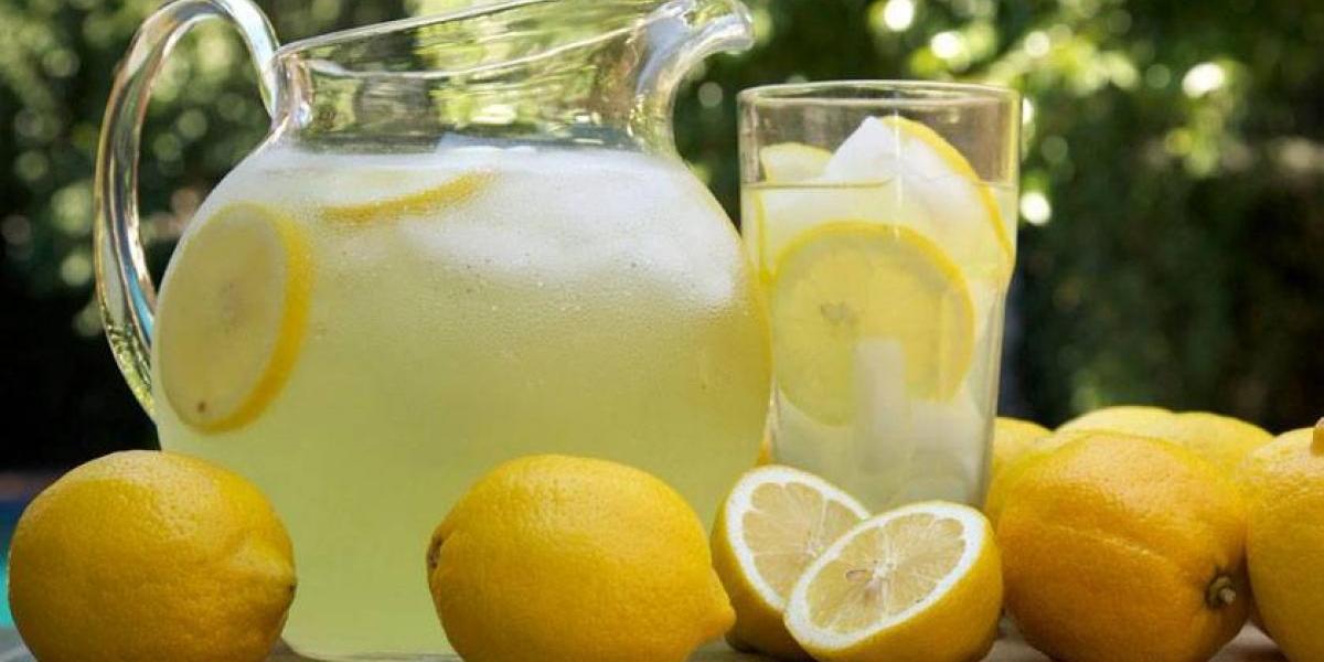 Multan a niña por vender limonada sin licencia