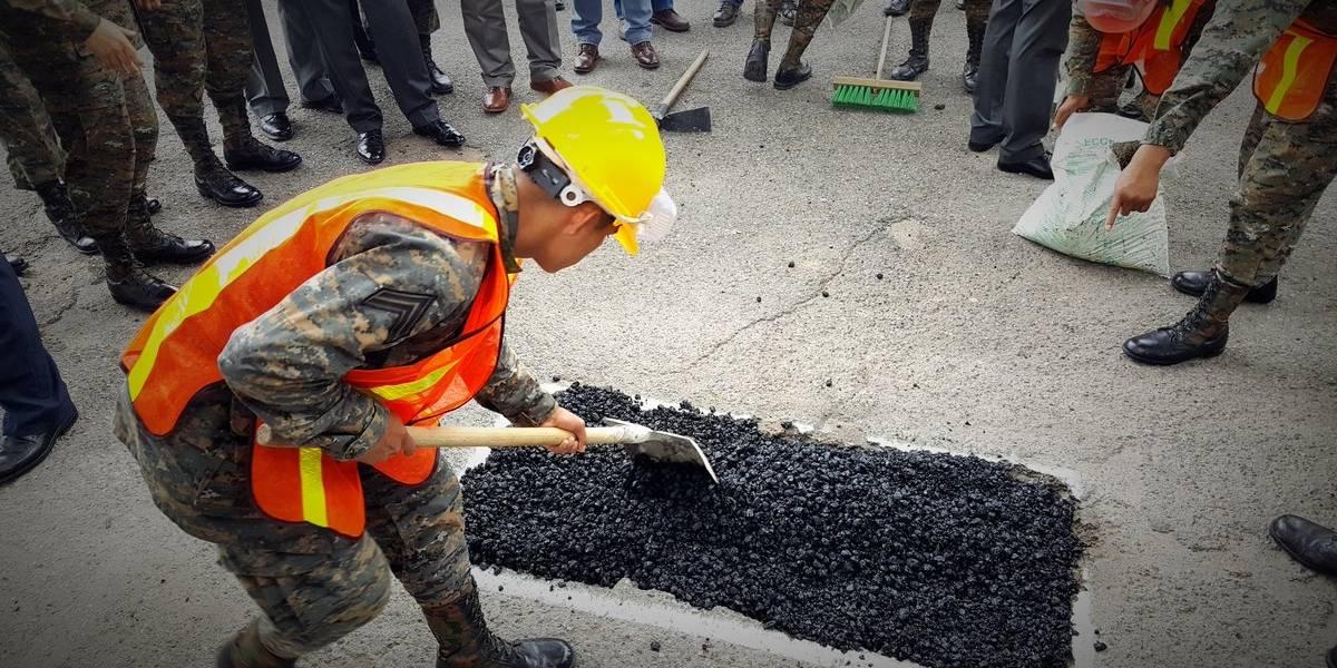 Ejecutivo gestiona donaciones para reparar las carreteras