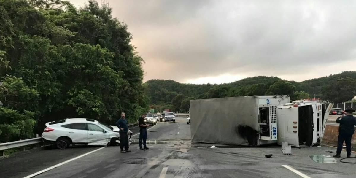 Conductor ebrio provoca choque de dos camiones en expreso 22 de Toa Baja hacia Arecibo