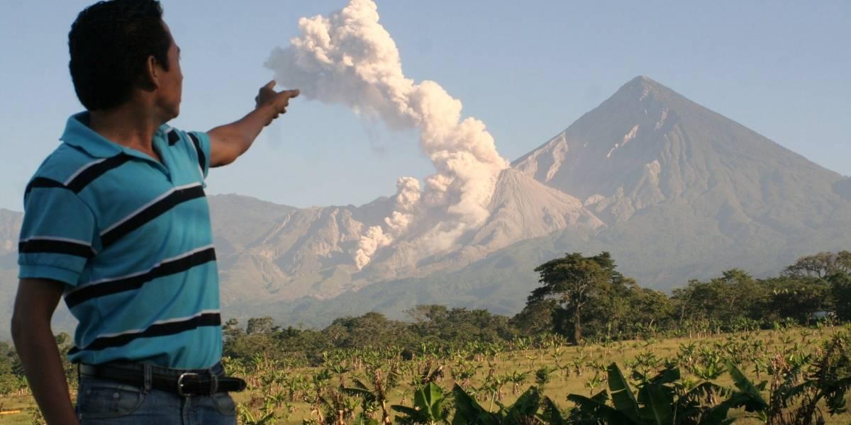 Malos olores provenientes del volcán Santiaguito causan alarma
