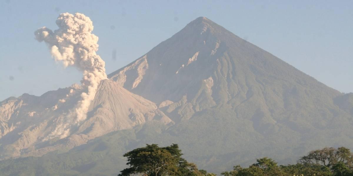 Restringen ascenso al volcán Santiaguito por incremento de su actividad
