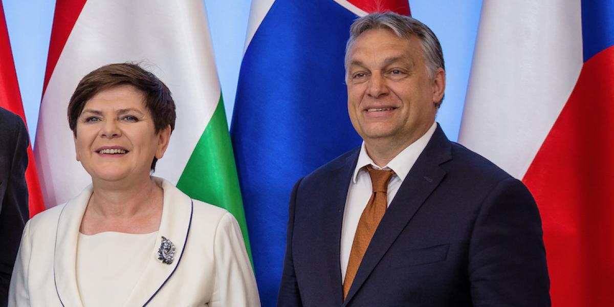 """Líder populista de Hungría promete ayudar a Polonia contra la """"inquisitorial"""" Europa"""