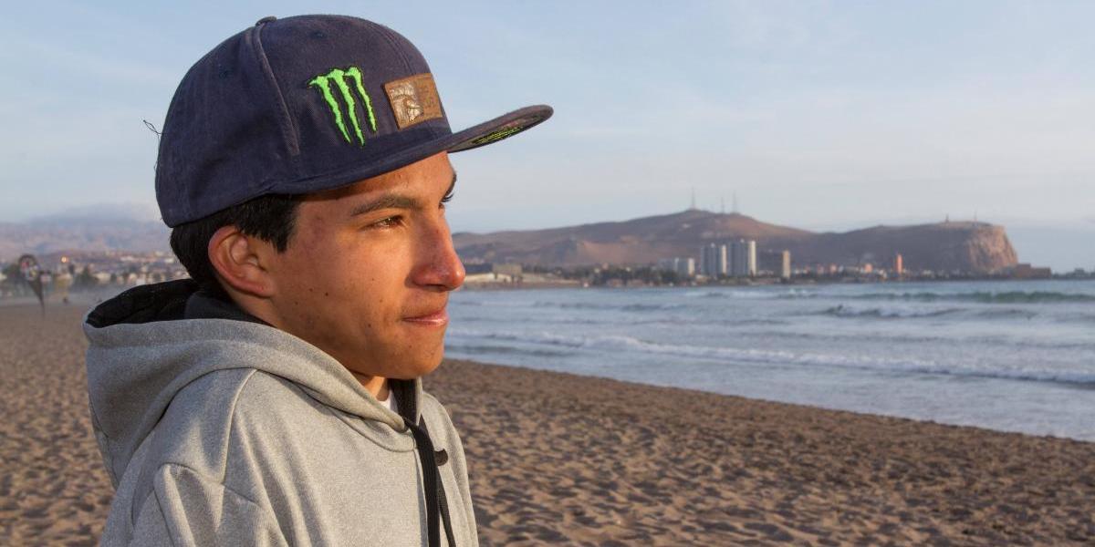 Dilan Bernales junta fondos a punta de rifas y esfuerzo para ir al Mundial de Surf Adaptado